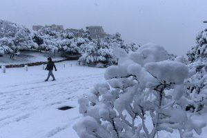 Ola de frío en Grecia deja dos muertos, afectaciones al transporte y cortes de electricidad