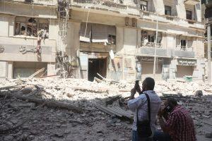 Cuatro personas mueren en colapso de edificio en El Cairo
