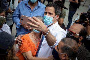 Guaidó anuncia que se recuperó de la COVID-19