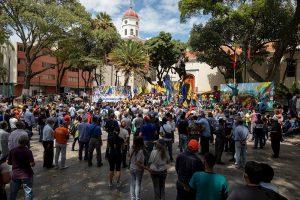 Juventud opositora exige un cambio en Venezuela y chavistas piden continuidad