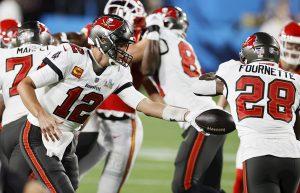 #SuperBowl: Tom Brady y Rob Gronkowski hacen historia con par de touchdowns