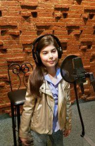 Amanda Ubieta llama a la reflexión con «cover» de Los Beatles
