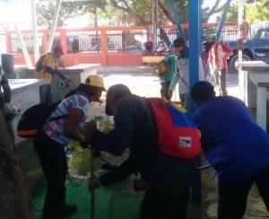 #Maracaibo   Desinfectan más de 400 puestos comerciales en el Mercado Popular Curva de Molina