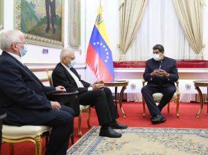 Maduro recibió la hoja de ruta para la santificación de José Gregorio Hernández de parte de representantes de la iglesia