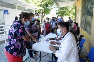 El Salvador recibe 96.000 vacunas contra la COVID-19 donadas por sistema Covax