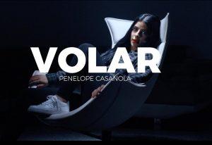 Penélope Casanola sorprende esta vez con «Volar»