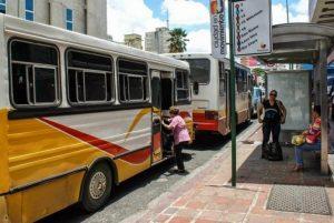 Hasta 750 dólares cancelan los transportistas semestralmente para reparar sus unidades