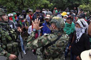 Duque pide a los indígenas que dejen protestas y vuelvan a sus territorios