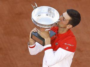 #RolandGarros   Djokovic reconquista París tras remontar a Tsitsipas