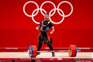 ¡Vibra Venezuela!: Keydomar Vallenilla suma otra medalla de plata olímpica en las pesas de Tokio 2020