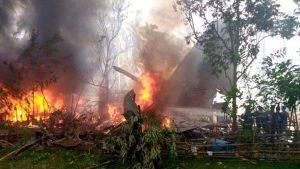 29 muertos y 17 desaparecidos en accidente de avión militar en sur de Filipinas