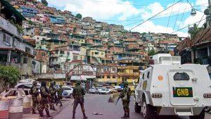 Policía inicia un operativo en barriada de Caracas tras 18 horas de tiroteo