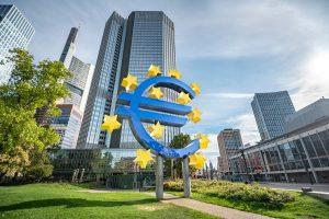 El euro cae tras los buenos datos de EE. UU. y por la aversión al riesgo