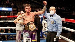 ¡Dicho y hecho! «The Kid» derrota a Alvarado y sigue siendo el campeón del mundo