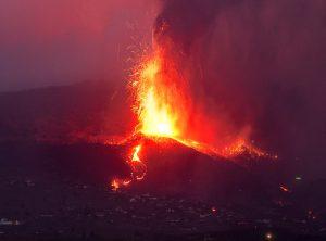 #CumbreVieja   Lava arrasa ya más de 860 hectáreas y obliga a más evacuaciones