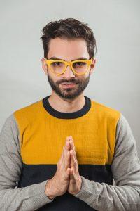 Alfredo Gutiérrez presenta su primer libro «Amarillo, un Rayo de Bienestar»