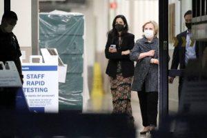 Hillary visitó a su marido Bill Clinton, quien continúa hospitalizado por una infección